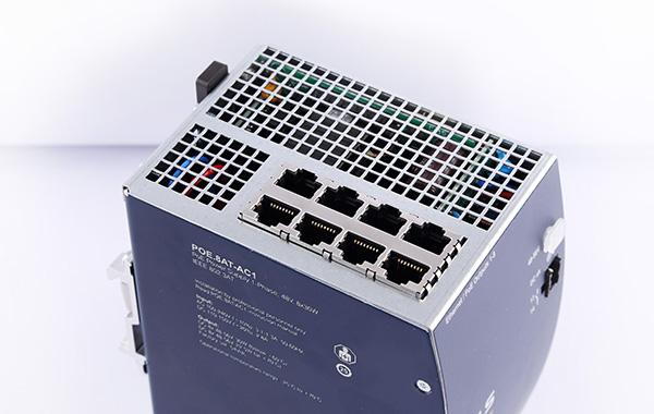 Industrial PoE Injektor mit 8 PoE+ Ausgängen
